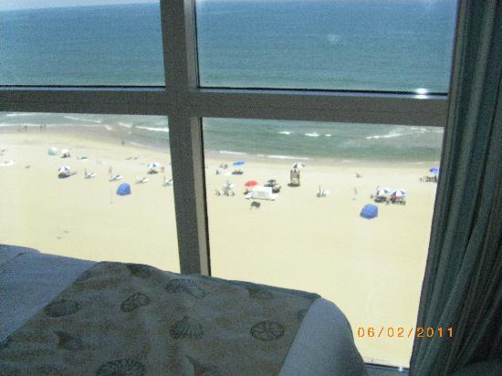 Residence Inn Virginia Beach Oceanfront: Beach view from bedroom