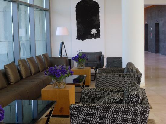 West Boutique Hotel Tel Aviv: Partial view of the lobby