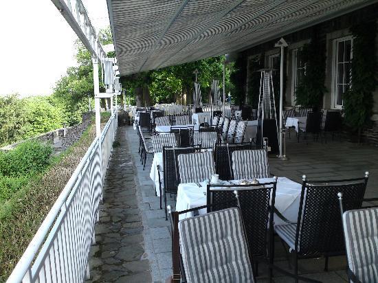 Steigenberger Grandhotel Petersberg: Restaurant terrace