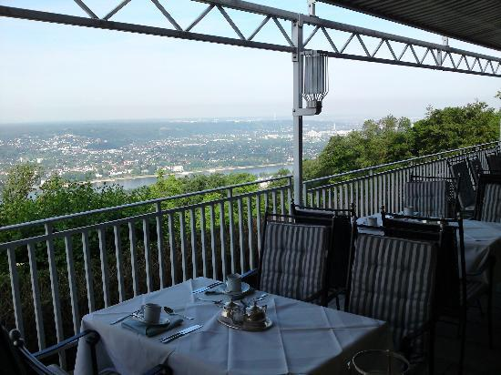 Steigenberger Grandhotel Petersberg : Restaurant terrace with view