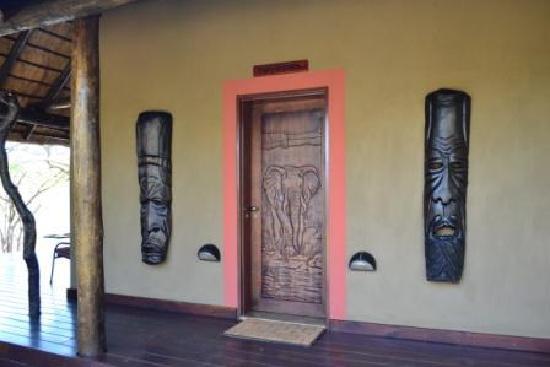 Naledi Bushcamp and Enkoveni Camp: Paperbark hut