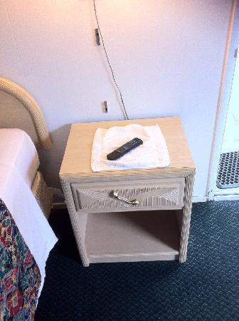 Garberville Motel : hard to open drawer