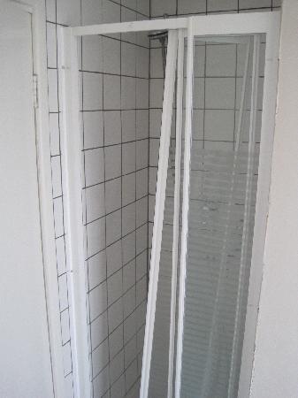 Creedon's Hotel : Shower!