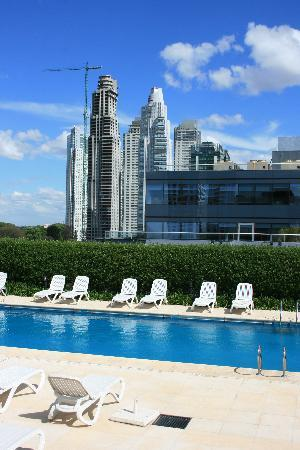 Hilton Buenos Aires: Rooftop pool