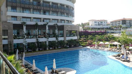 Alba Royal Hotel: pool and restaurant