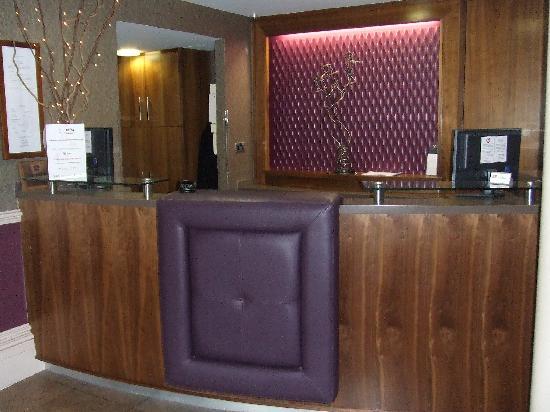 BEST WESTERN Willerby Manor Hotel: Reception Desk