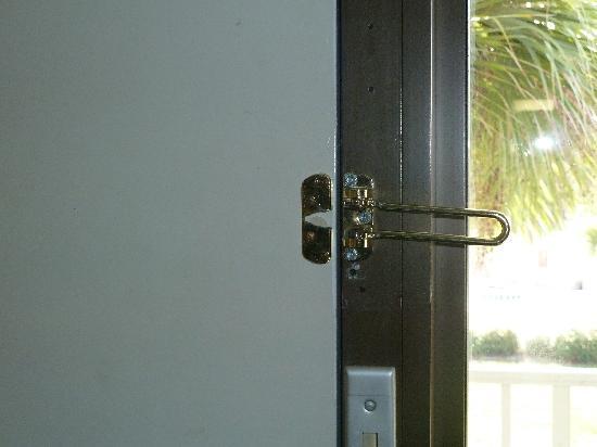 Heritage Park Inn: broken lock