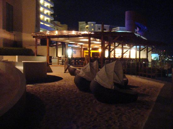 ‪‪ME Cancun‬: Water Grill area at night‬