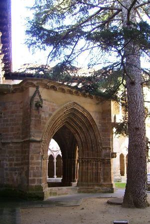 Monasterio de Veruela: porche de la fuente del claustro