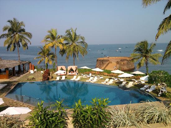 Taj Fort Aguada Resort & Spa, Goa : the pool