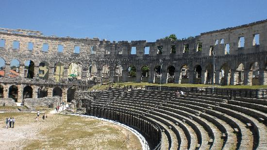 Island Hotel Istra: Ampitheatre in Pula - well worth a visit