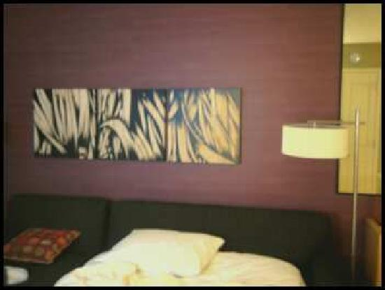Embassy Suites by Hilton Raleigh - Durham Airport/Brier Creek: living room decor