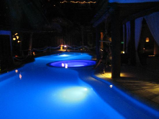 Holbox Hotel Casa las Tortugas - Petit Beach Hotel & Spa: Pool by night