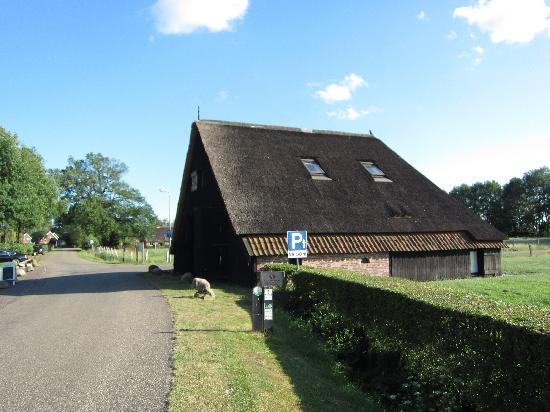 Herberg de Kemper: The ancient barn with modern guest rooms