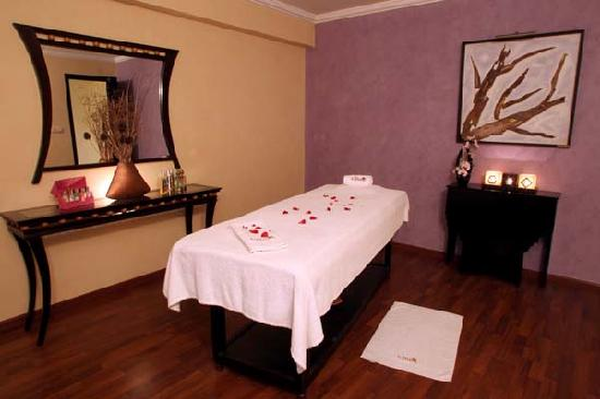 Sale, Morocco: Cabine de massage