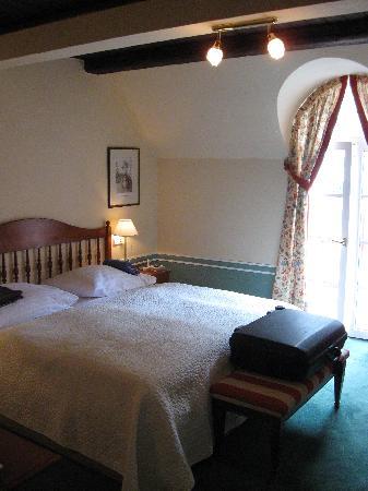 Hotel Embassy: Deluxe room # 303