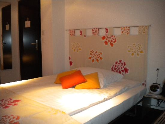 Boutique Hotel Weisses Kreuz: Comfortable bed