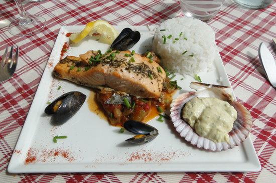 Restaurant de l'hotel Croix Blanche : saumon, sauce et riz
