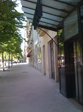 Golden Tulip Reims L Univers : Entrance to the hotel