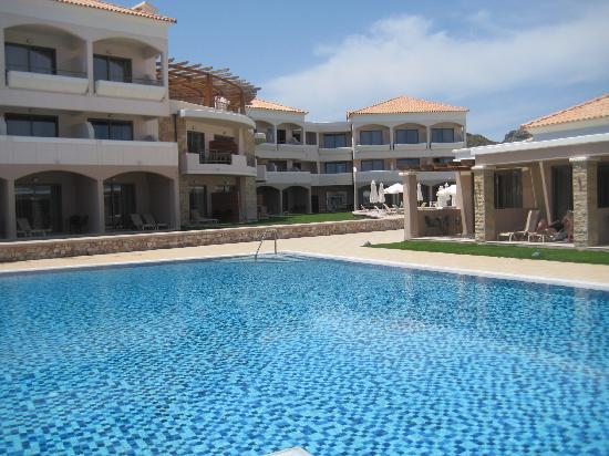 La Marquise Luxury Resort Complex: La piscine... calme en mai ;-)