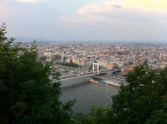 Budapeste, Hungria: View from Gellerthill