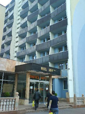 Hotel Nivy: Entrance