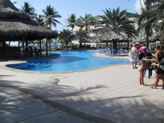 Isla Caribe Beach Hotel: A view of one of the pools during the day