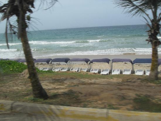 Isla Caribe Beach Hotel: The beach next to the hotel
