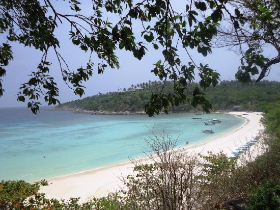 Rayaburi Resort (Racha Island): Beach