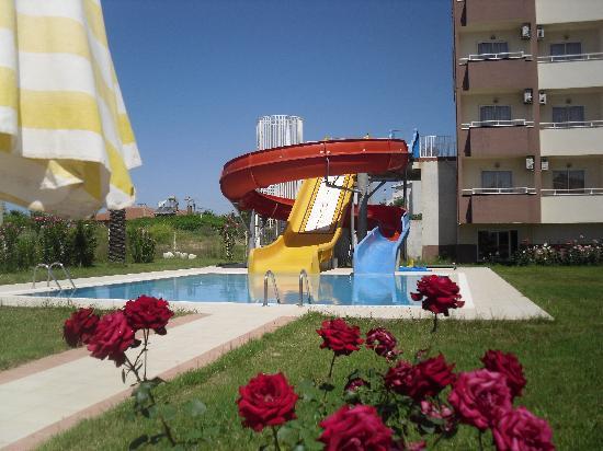 Aral Hotel: Pool slides located in separate pool