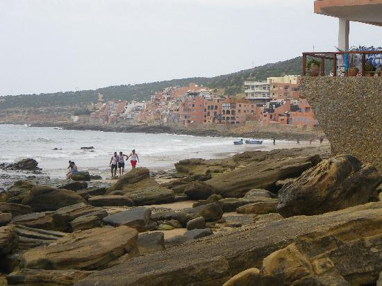 Taghazout Beach : Looking north to the fishing port
