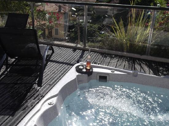 Excelsuites Hotel - Residence : Rooftop Jacuzzi