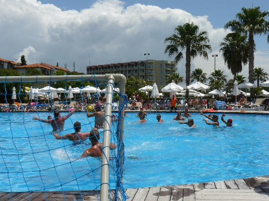 Voyage Sorgun: water polo in main pool