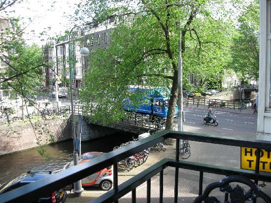 Tulipa Bed & Breakfast: Tulipa B&B neighborhood from our balcony