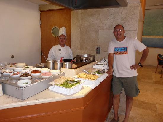 Fiesta Inn Centro Historico: cocina en vivo para el desayuno (omelletes, huevos revueltos y mas)