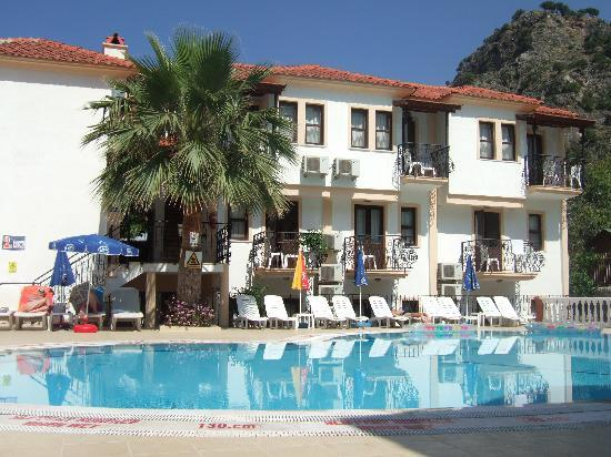 Karbel Beach Hotel: Lovely pool area