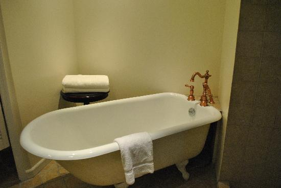Coco Palm Resort : Room 406 Bathroom