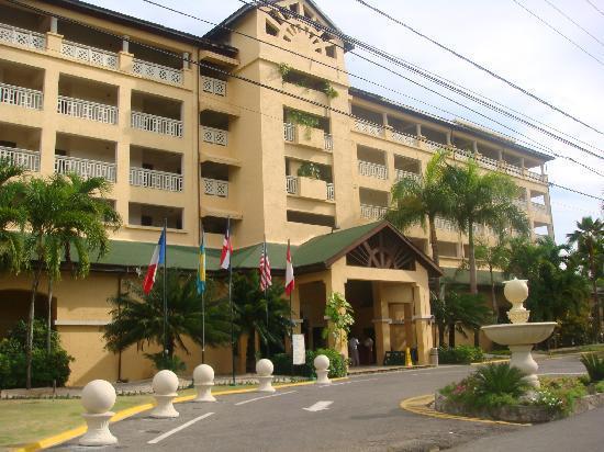 Coral Costa Caribe Resort & Spa: entrée bâtiment principal