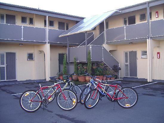 299 on Devon West Motel: Borrow a bike to explore City