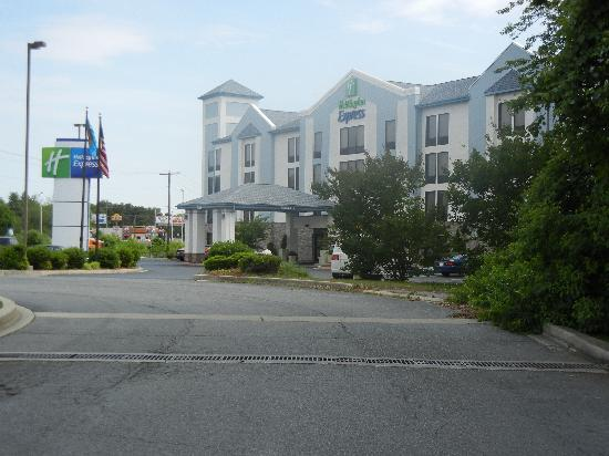 Holiday Inn Express Seaford-Route 13 : Front SIde