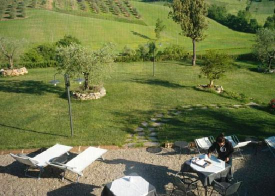 Aia Mattonata Relais: Breakfast on the patio