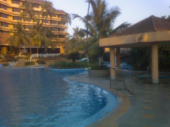 The Retreat Hotel & Convention Centre: pool