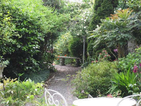 Hotel Le d'Avaugour : hotel garden