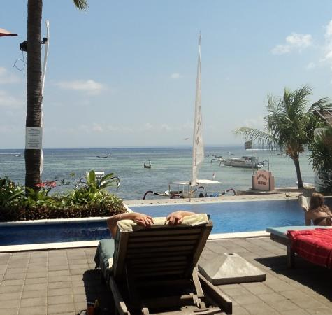 Mainski Lembongan Resort: Mainski pool overlooking the ocean