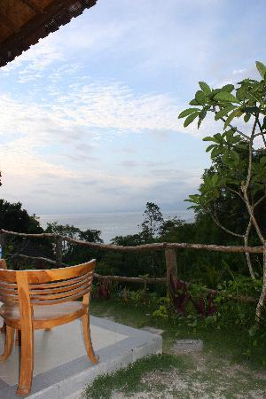 Lembongan Cliff Villas: View from porch before sunset