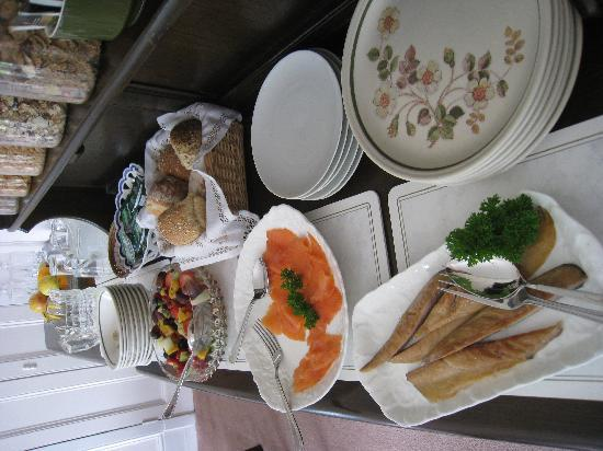 Highfield House: Delicious food available in addition to hot breakfast. All foods tasted of high quality.