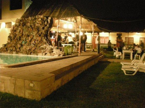Mollendo, Perú: Area de piscina y jardin