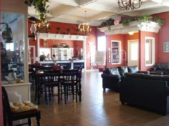 Depot Inn & Suites: another view of lobby