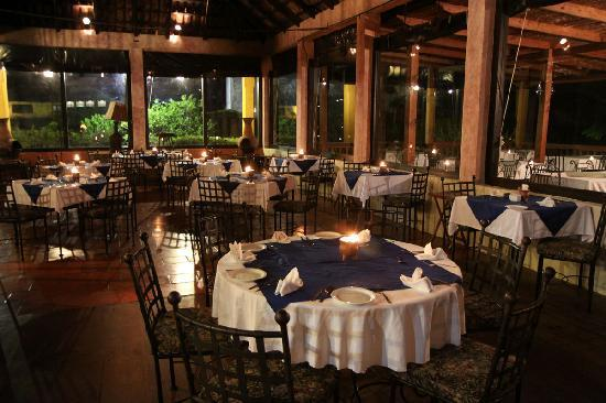 San Lucas Toliman, جواتيمالا: Lakeview Restaurant at Hotel Tolimán (also has outdoor seating on a deck)