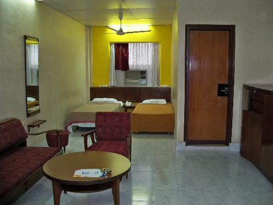 Grand Hotel: Two twin-bed room with living room area.